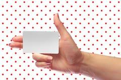 Модель-макет карточки правого женского пробела владением руки белый SIM клетчатый Pl Стоковое Изображение