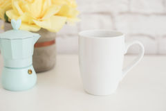Модель-макет кружки Шаблон кофейной чашки Шаблон дизайна печатания кружки кофе Белый модель-макет кружки пустая кружка Введенное  Стоковое Изображение RF