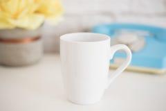 Модель-макет кружки Шаблон кофейной чашки Шаблон дизайна печатания кружки кофе Белый модель-макет кружки пустая кружка Введенное  Стоковое Изображение