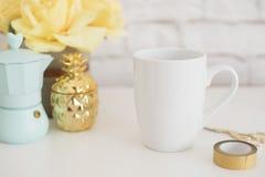 Модель-макет кружки Шаблон кофейной чашки Шаблон дизайна печатания кружки кофе Белый модель-макет кружки пустая кружка Введенное  Стоковое Фото