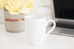 Модель-макет кружки Шаблон кофейной чашки Шаблон дизайна печатания кружки кофе Белый модель-макет кружки пустая кружка Введенное  Стоковая Фотография