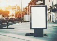 Модель-макет плаката информации в центре тротуара Стоковые Фото