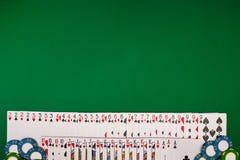 Модель-макет плана шаблона знамени для онлайн казино Зеленая таблица, взгляд сверху на рабочем месте стоковая фотография rf