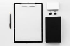 Модель-макет черных канцелярских принадлежностей клеймя Стоковые Фотографии RF