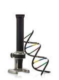 Модель молекулы дна с старым микроскопом над белой предпосылкой Стоковое фото RF
