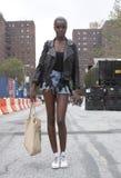 Модель после модного парада во время недели моды Нью-Йорка Стоковая Фотография