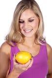Модель с лимоном Стоковое Изображение RF
