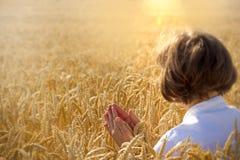 Молитва женщины стоковое изображение rf