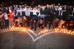 Молитва света горящей свечи Стоковое фото RF