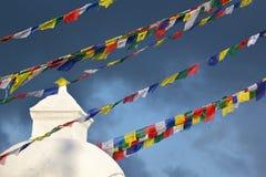Молитва сигнализирует на stupa перед землетрясением, Kathmand Boudhanath Стоковое Изображение RF