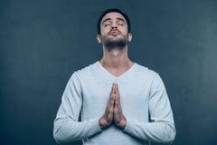 молить человека стоковая фотография