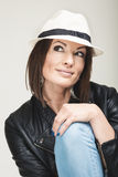 Модная женщина в шляпе Стоковые Изображения RF