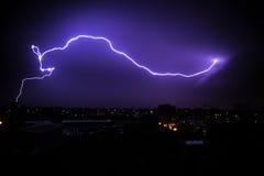 молния болта предпосылки красивейшая Стоковые Фото