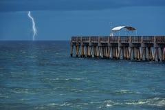 молния над водой Стоковые Фотографии RF