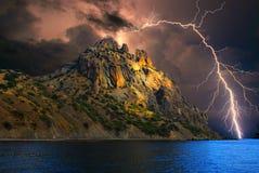 молния на холмах, Крым стоковое изображение