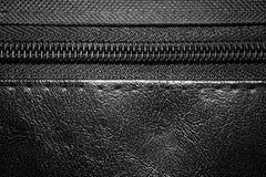 Молния на черном конце кожаной сумки вверх Стоковое Изображение RF