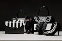 Модные женские перчатки аксессуаров, сумки, высоко-накрененные ботинки, Стоковые Фото