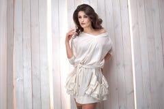 Модный представлять молодой женщины Стоковое Изображение