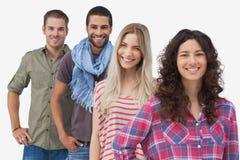 4 модных друз усмехаясь на камере Стоковое Фото