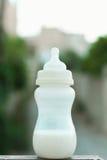молоко бутылки младенца мое портфолио, котор нужно приветствовать стоковое фото
