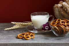 Молоко и орхидея Стоковое фото RF