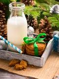 Молоко и печенья на утро рождества closeup Стоковое фото RF