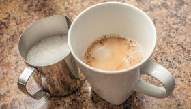 Молоко и эспрессо Стоковые Изображения RF