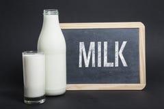 Молоко написанное на классн классном Стоковые Изображения RF
