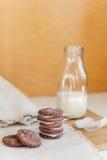 молоко печений шоколада обломока Стоковое Фото
