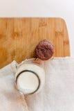 молоко печений шоколада обломока Стоковое Изображение