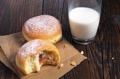 молоко donuts Стоковая Фотография RF