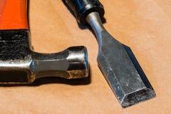 Молоток и зубило на стенде работы Стоковое Изображение RF