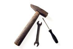 Молоток и ключ на белизне Стоковые Изображения RF