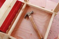 Молоток на деревянной предпосылке Стоковое Изображение