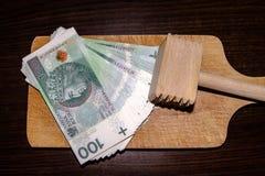 Молоток поражая в сбережениях Стоковая Фотография RF