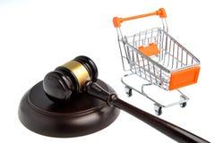 Молоток судьи при pushcart изолированный на белизне Стоковое Изображение