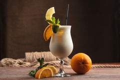 Молочный коктейль с ингридиентами и винтажным столовым прибором Стоковое Изображение