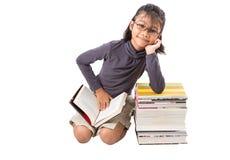 Молодая азиатская девушка с книгами III Стоковая Фотография RF