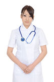 Молодая азиатская женская медсестра при пересеченные руки Стоковое Фото