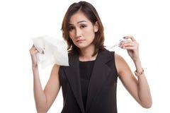 Молодая азиатская женщина получила больной и гриппом Стоковое фото RF