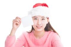 Молодая азиатская женщина при шляпа рождества изолированная на белизне Стоковые Фотографии RF