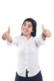 Молодая азиатская коммерсантка показывая 2 большого пальца руки вверх Стоковое Изображение