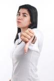 Молодая азиатская коммерсантка показывая большой палец руки вниз стоковые изображения