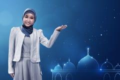 Молодая азиатская мусульманская женщина Стоковое Изображение