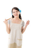 Молодая азиатская домохозяйка стоковое фото rf
