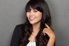 Молодая азиатская улыбка коммерсантки Стоковая Фотография