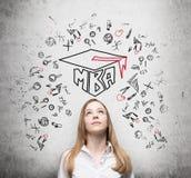 Молодая дама думает о степени MBA стоковая фотография rf