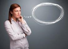Молодая дама думая о пузыре речи или мысли с спой экземпляра Стоковые Фото