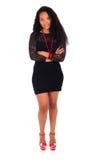Молодая Афро-американская женщина с длинними волосами стоковая фотография rf