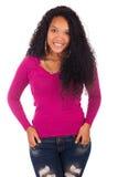 Молодая Афро-американская женщина с длинными волосами стоковые изображения rf